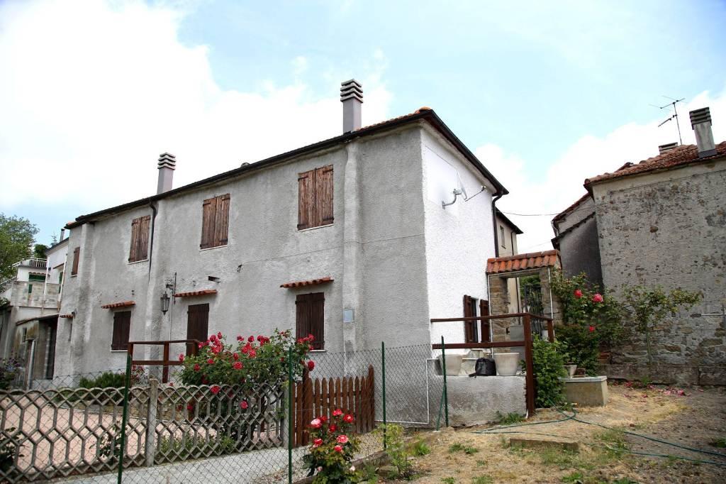 Rustico / Casale in vendita a Piana Crixia, 6 locali, prezzo € 110.000 | PortaleAgenzieImmobiliari.it