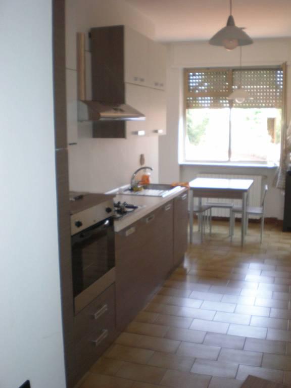 Appartamento in buone condizioni parzialmente arredato in vendita Rif. 4248407