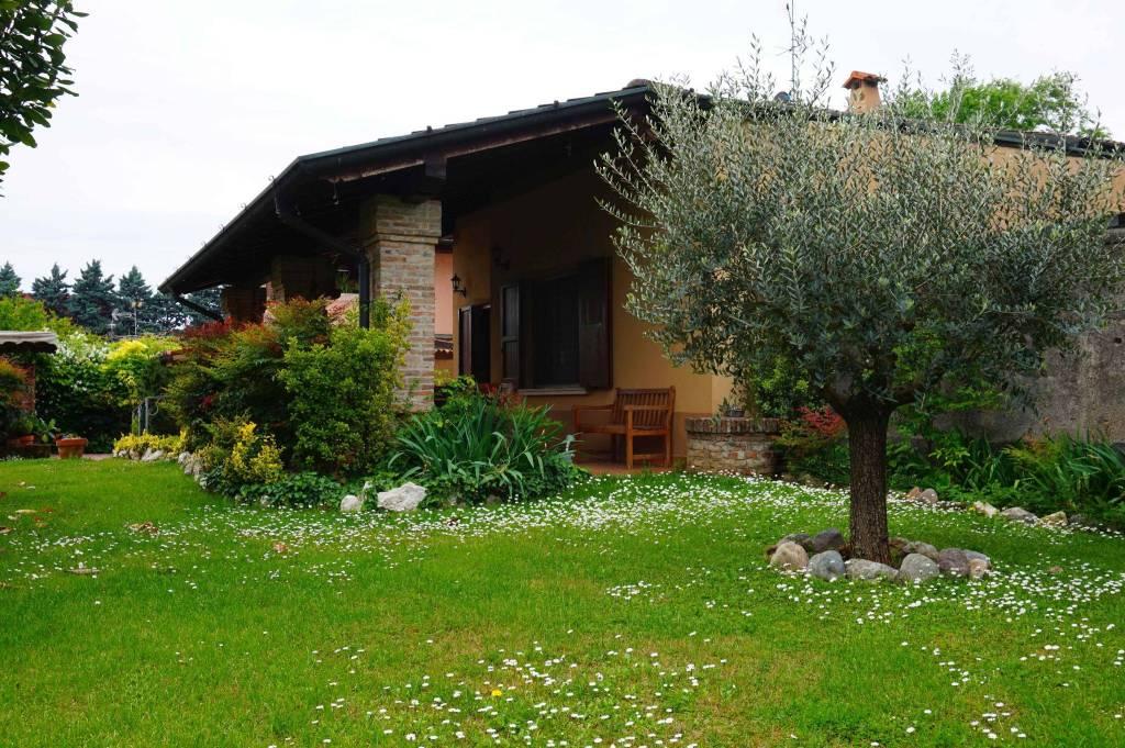 Villa in vendita a Bagnolo Mella, 6 locali, Trattative riservate | CambioCasa.it