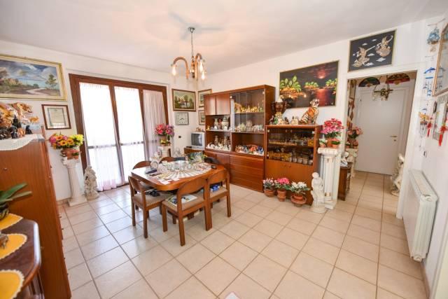 Villetta a schiera in buone condizioni parzialmente arredato in vendita