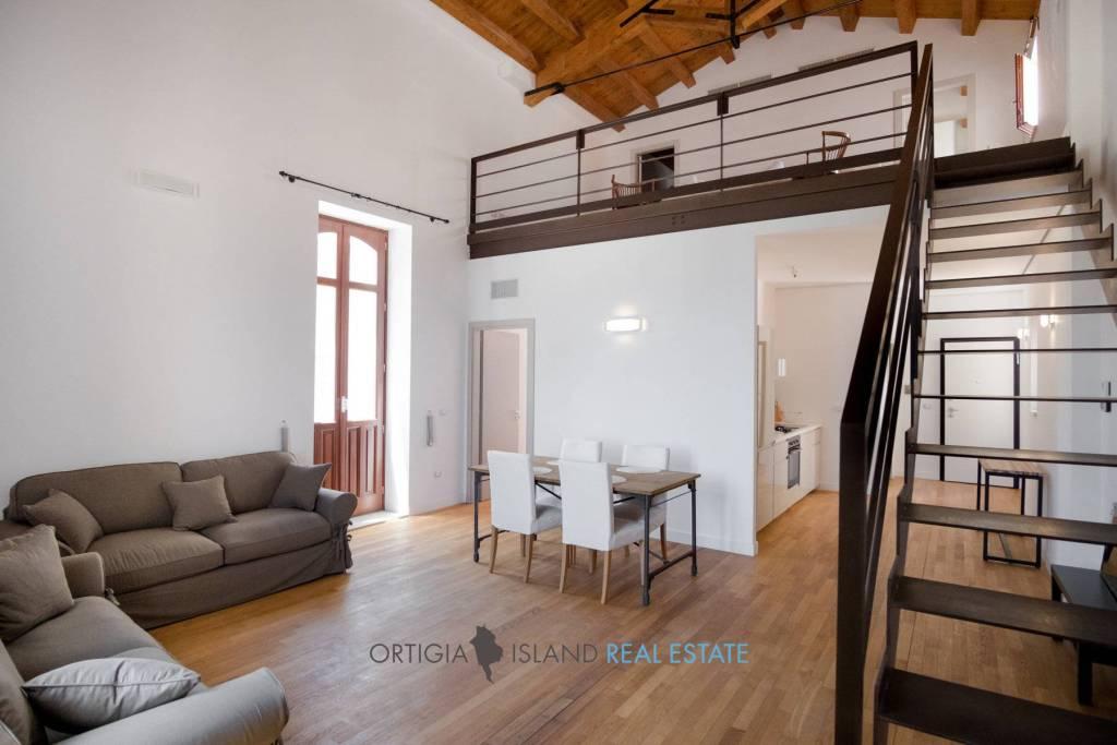 Appartamento in vendita a Siracusa, 3 locali, prezzo € 385.000   CambioCasa.it