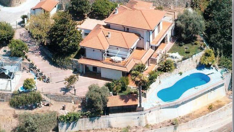 Villa in vendita a Vallecrosia, 10 locali, prezzo € 650.000   PortaleAgenzieImmobiliari.it