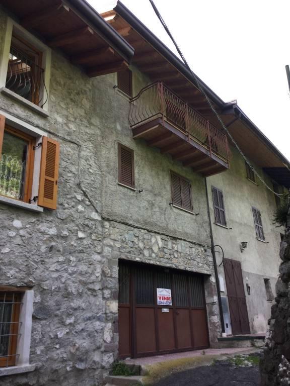Soluzione Indipendente in vendita a Losine, 8 locali, prezzo € 185.000 | CambioCasa.it
