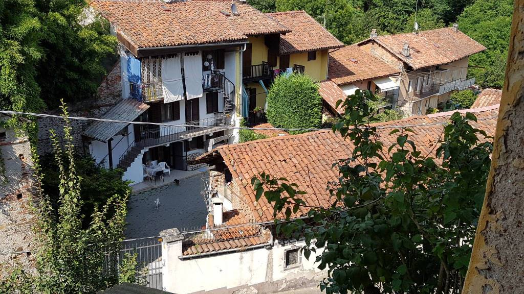 Foto 1 di Casa indipendente via crosa 1, Agliè