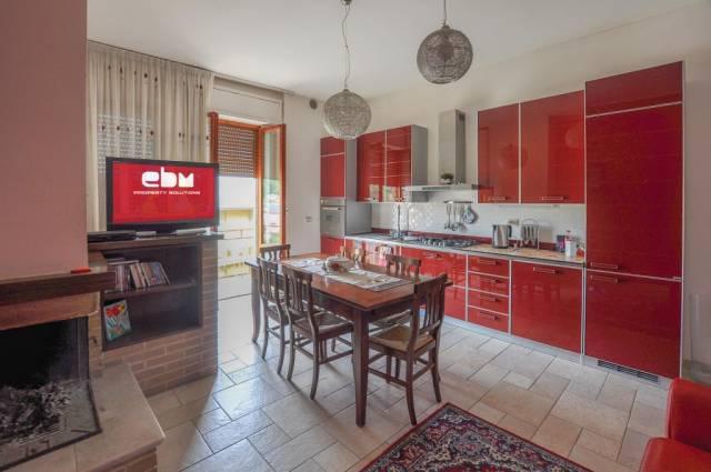 Appartamento in ottime condizioni in vendita Rif. 4244610
