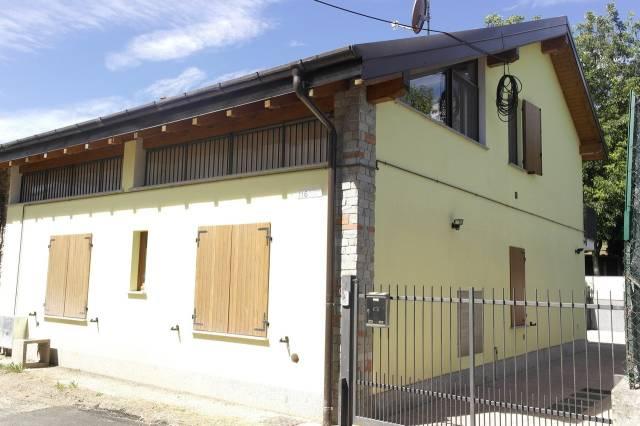 Appartamento in vendita a Besozzo, 3 locali, prezzo € 78.000 | CambioCasa.it