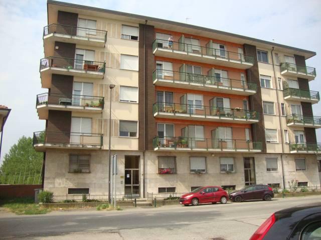 Appartamento in buone condizioni in affitto Rif. 4235575