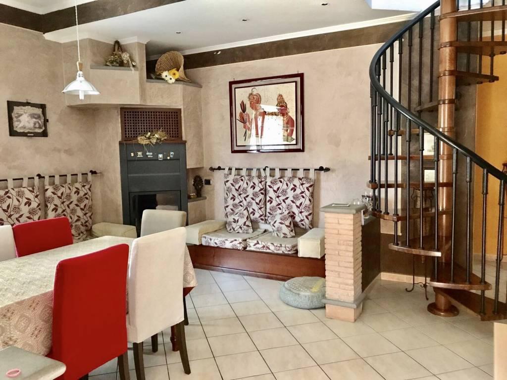 Appartamento in ottime condizioni parzialmente arredato in vendita Rif. 4838070