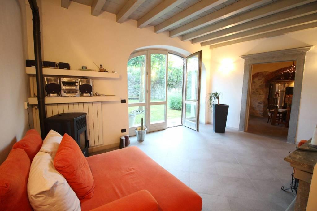 Appartamento in ottime condizioni arredato in vendita Rif. 8269113