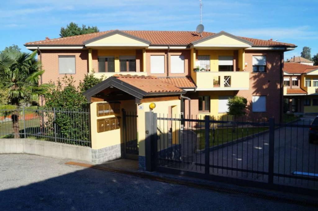 Appartamento in vendita a Taino, 2 locali, prezzo € 115.000 | CambioCasa.it
