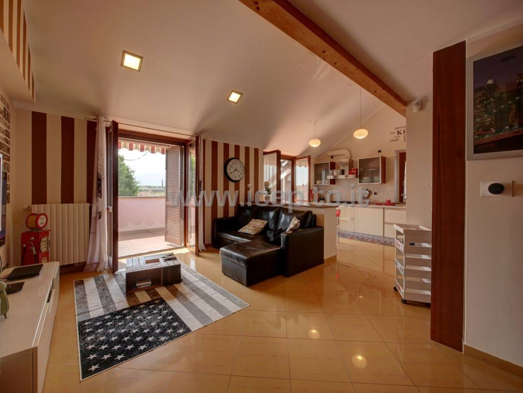 Appartamento in ottime condizioni parzialmente arredato in affitto Rif. 8937334