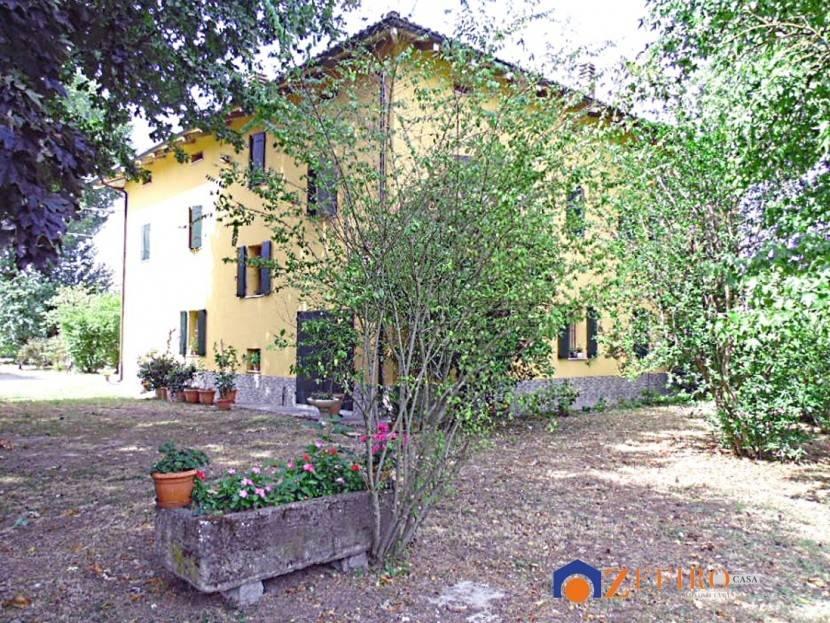 Villa in Vendita a Sant'Agata Bolognese Centro: 5 locali, 665 mq