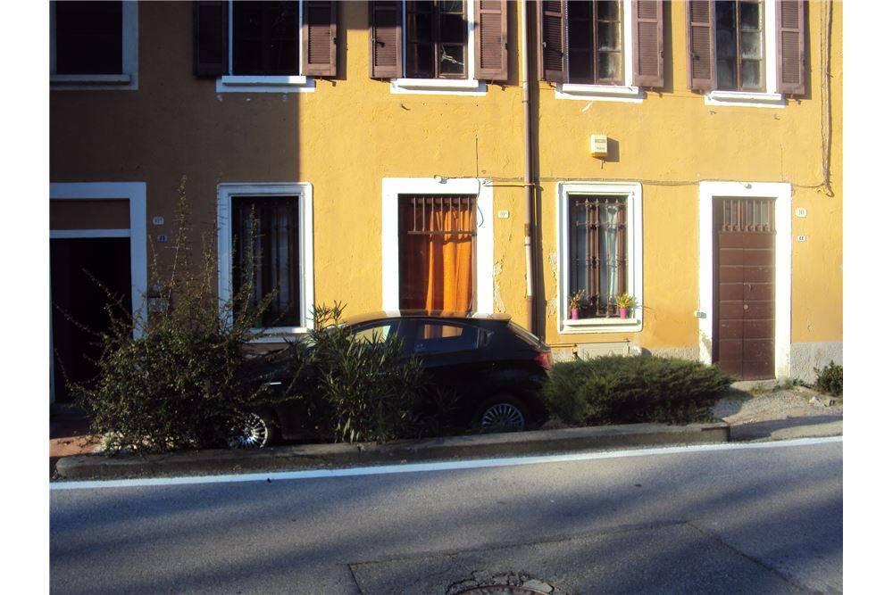 appartamento con piccola area esterna