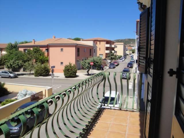 Bilocale non lontano dal centro con due balconi