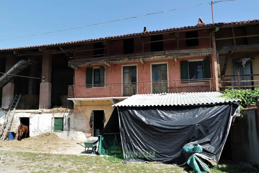 Rustico / Casale da ristrutturare in vendita Rif. 8085821