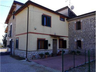 Sezze (LT) Via Boccioni,17 Porzione di Casale di mq.80