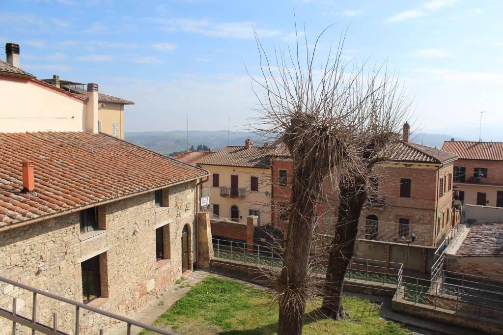Nel cuore del centro storico di Chiusi Città, terra-tetto