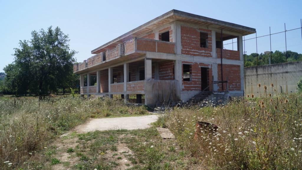 Negozio / Locale in vendita a Caiazzo, 6 locali, prezzo € 250.000 | CambioCasa.it