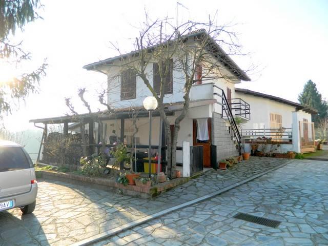Villa in Vendita a Piea Centro: 4 locali, 121 mq