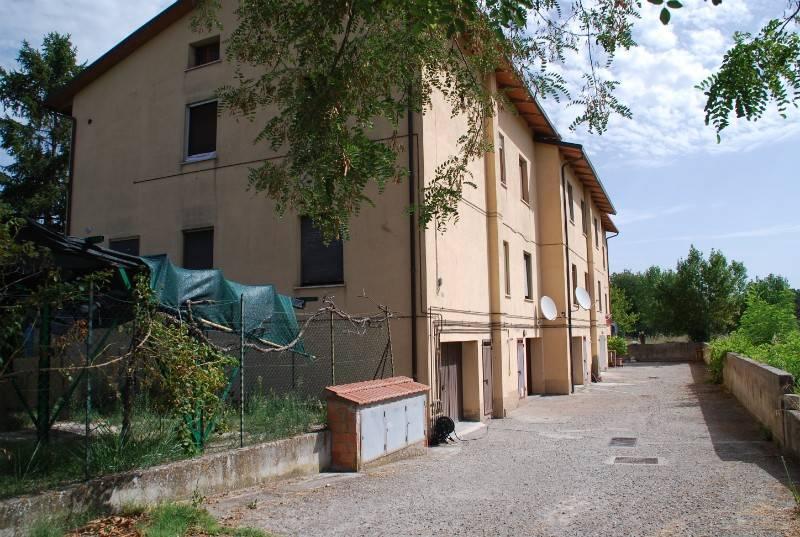 Appartamento in Vendita a Castiglione Del Lago: 4 locali, 110 mq