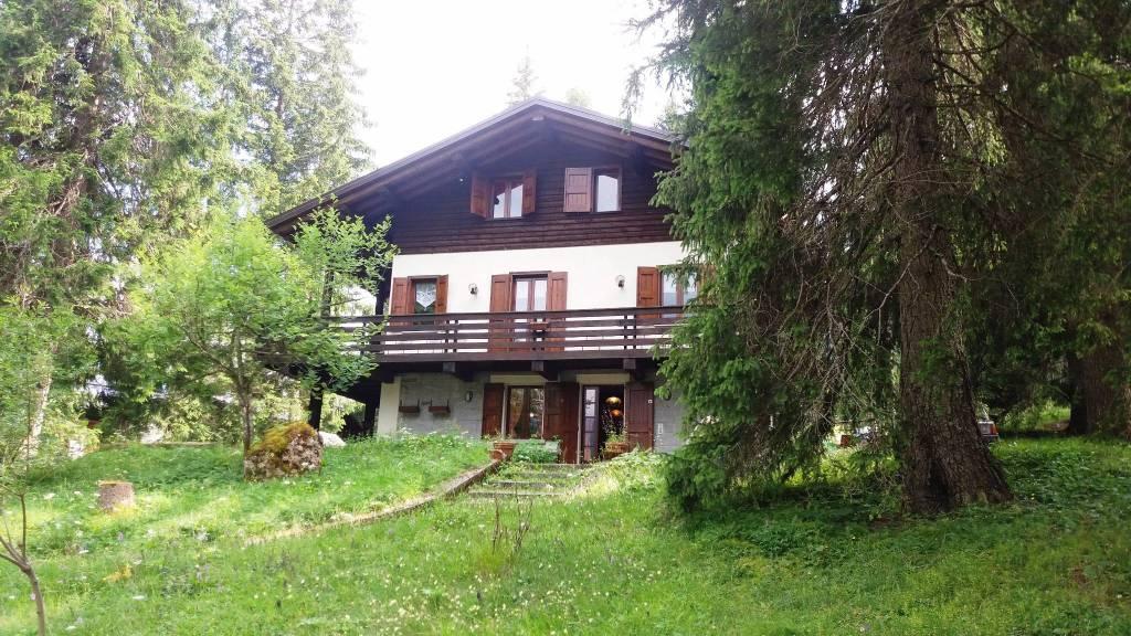 Villa in vendita a Breno, 8 locali, prezzo € 450.000 | PortaleAgenzieImmobiliari.it