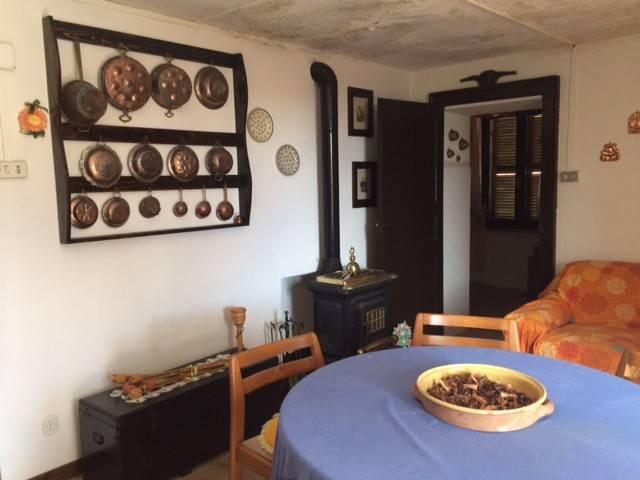 Villa in buone condizioni parzialmente arredato in vendita Rif. 7944365