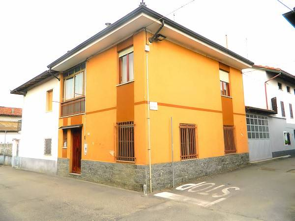 Casa indipendente in Vendita a Buttigliera D'Asti Centro: 4 locali, 106 mq
