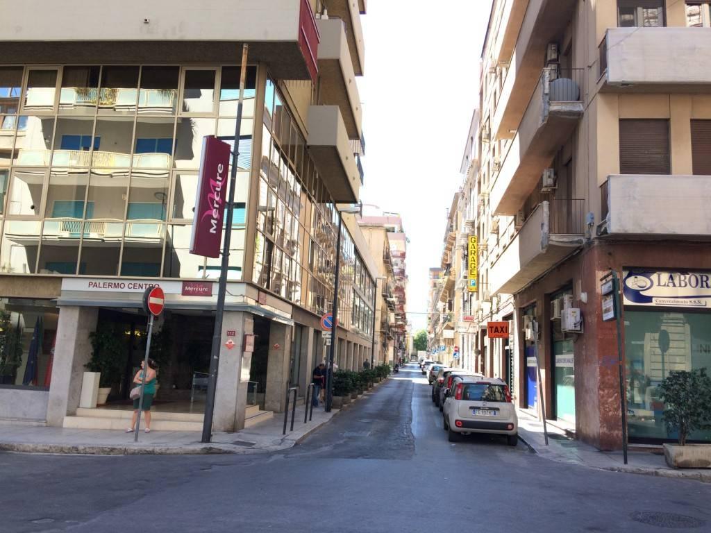 Negozio-locale in Affitto a Palermo Centro:  1 locali, 25 mq  - Foto 1