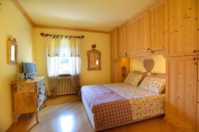 Appartamento in ottime condizioni parzialmente arredato in vendita Rif. 5002430