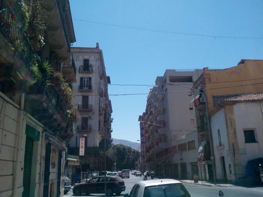 Negozio-locale in Affitto a Palermo Centro: 1 locali, 20 mq