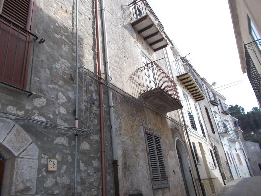 Appartamento da ristrutturare in vendita Rif. 4916492