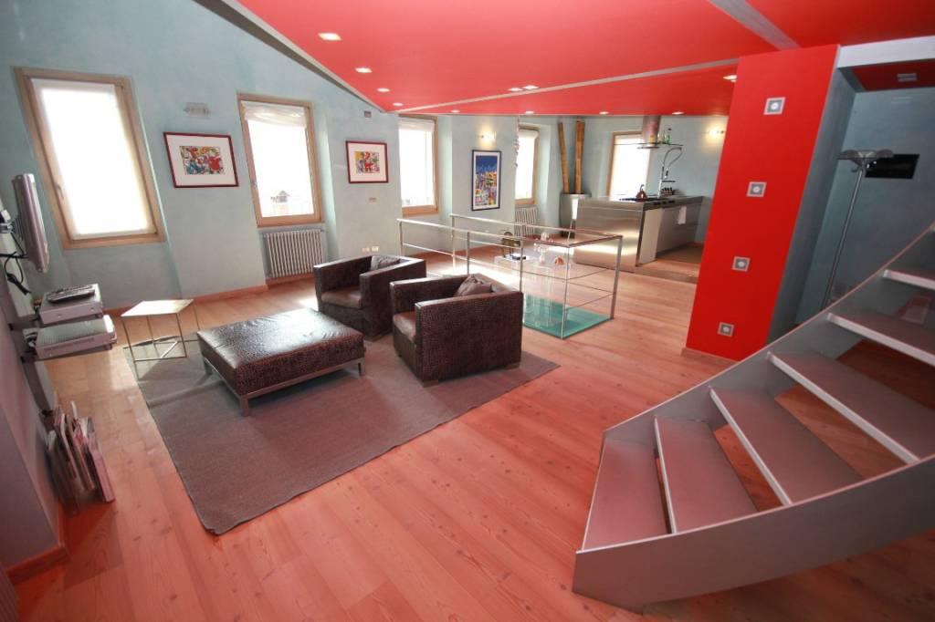 Appartamento in vendita a Tremezzina, 4 locali, prezzo € 380.000 | CambioCasa.it