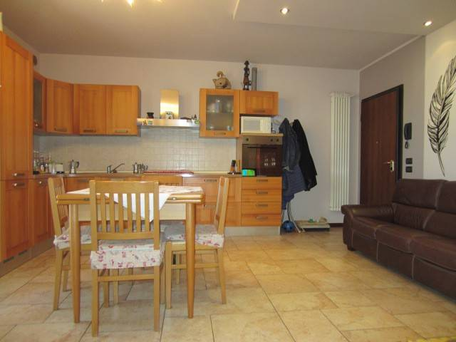 Appartamento trilocale in vendita a Loria (TV)
