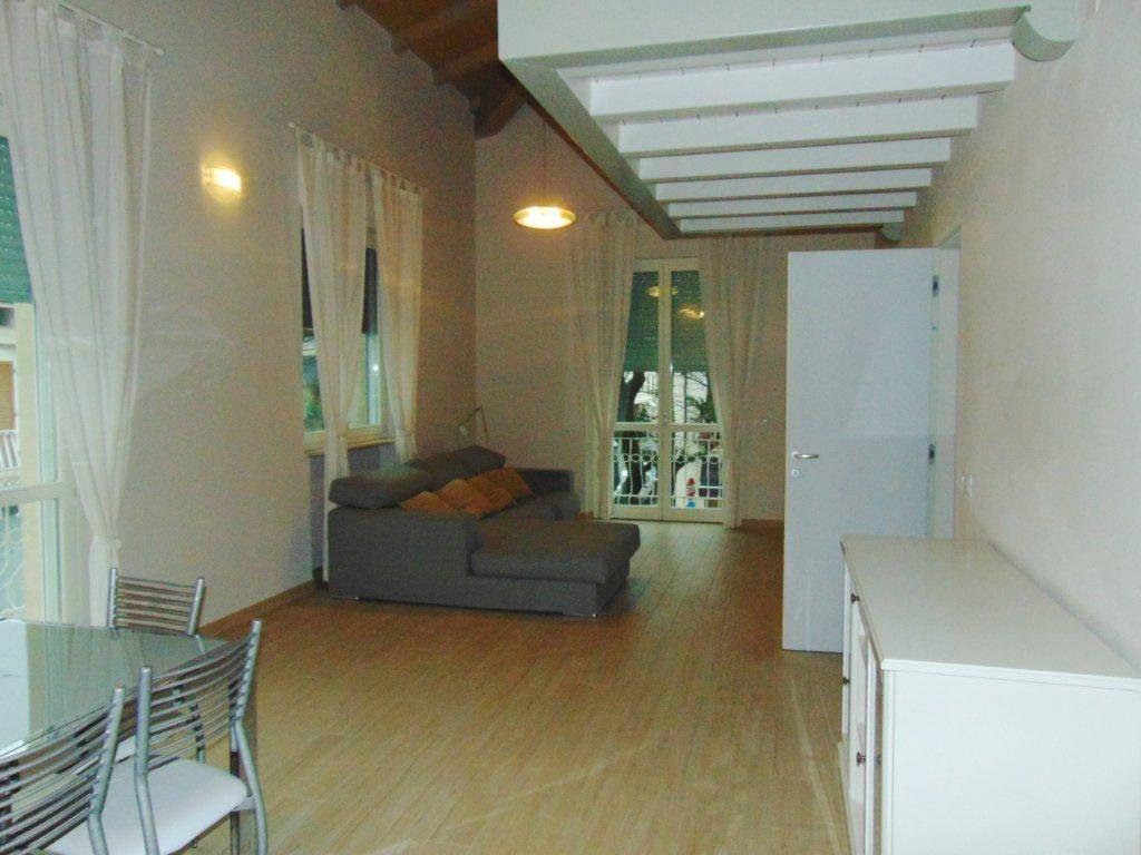 Appartamento in affitto a Forte dei Marmi, 5 locali, Trattative riservate   CambioCasa.it
