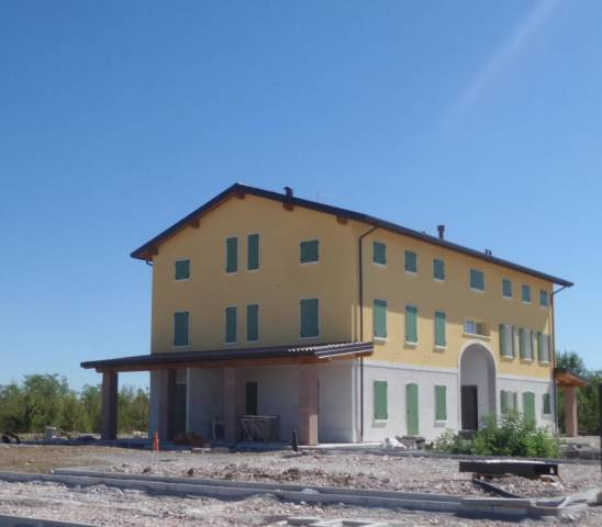Rustico 6 locali in vendita a Modena (MO)