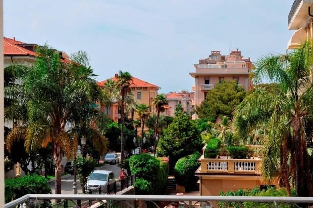 Appartamento in Vendita a Bordighera Centro: 5 locali, 272 mq