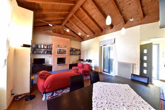 Appartamento in vendita a Olgiate Comasco, 3 locali, prezzo € 199.000 | CambioCasa.it