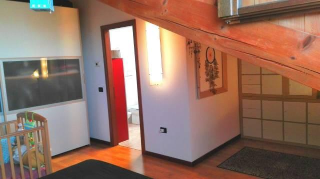 Appartamento in buone condizioni parzialmente arredato in vendita Rif. 4854043