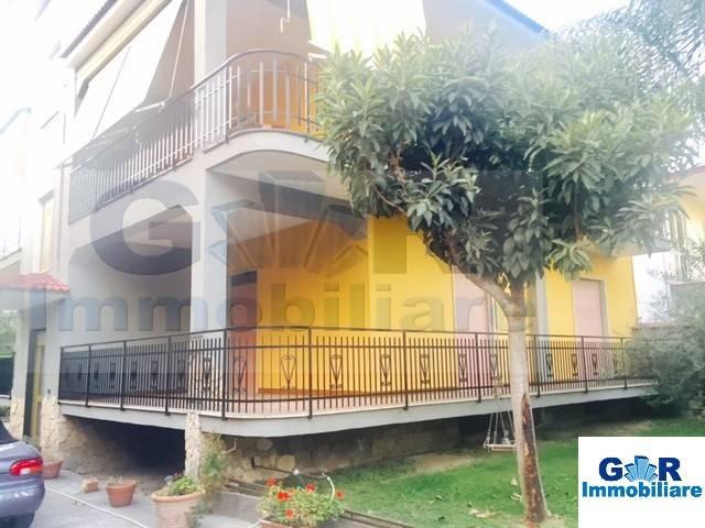 Appartamento in buone condizioni in affitto Rif. 8973759