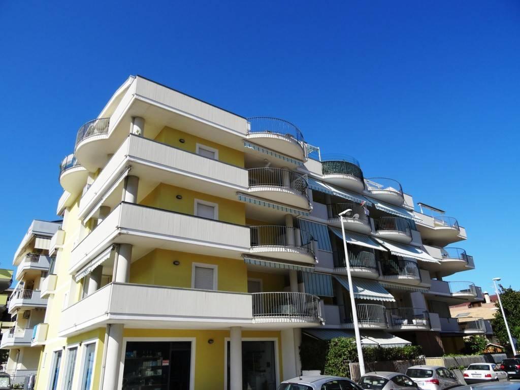 Appartamento in buone condizioni arredato in vendita Rif. 4261523
