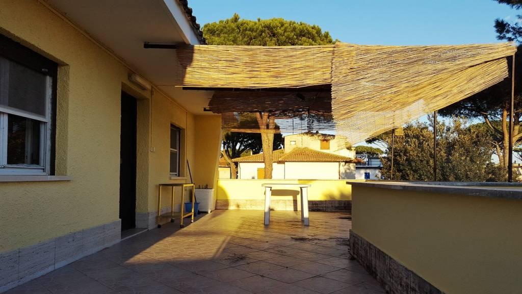 Appartamento in buone condizioni in vendita Rif. 8355798