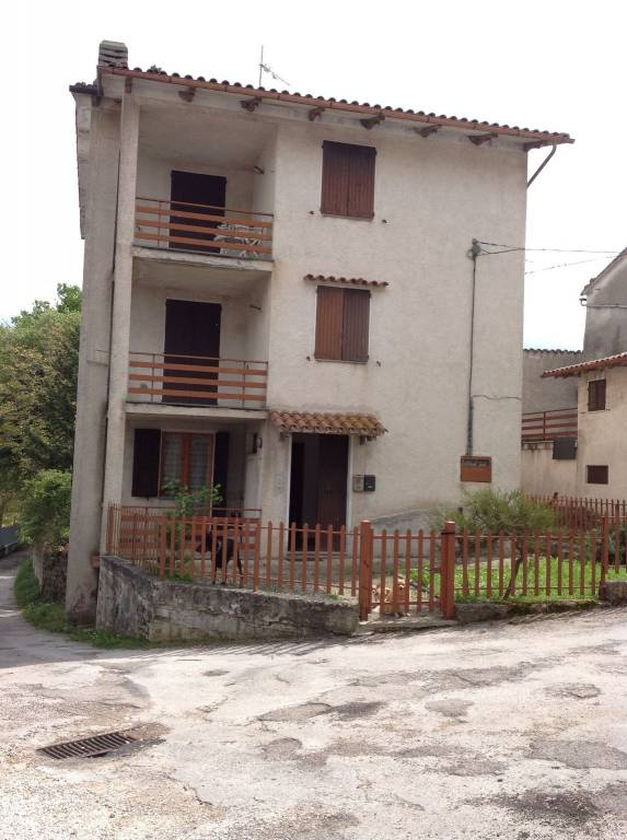 Appartamento in buone condizioni arredato in vendita Rif. 4449008