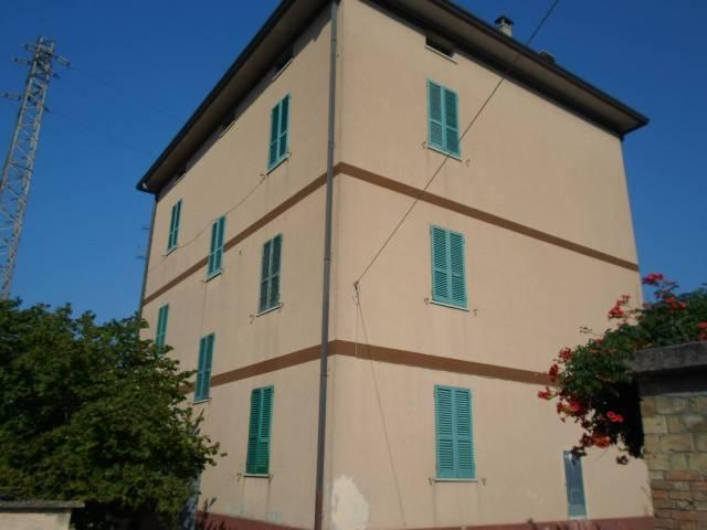 Stabile / Palazzo in buone condizioni parzialmente arredato in vendita Rif. 4228149
