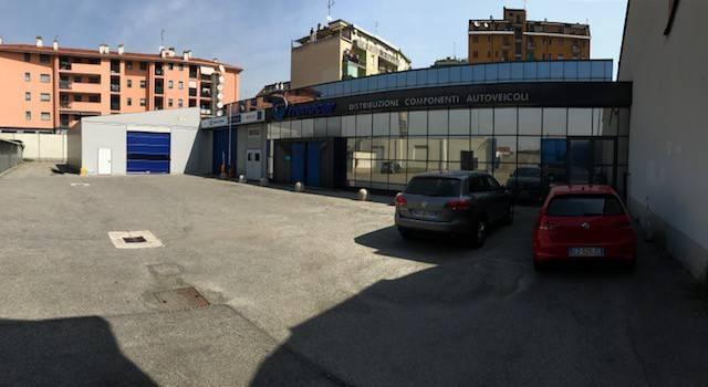 Capannone in Affitto a Milano 30 Niguarda / Bovisasca / Testi / Bruzzano / Affori / Comasina: 1800 mq