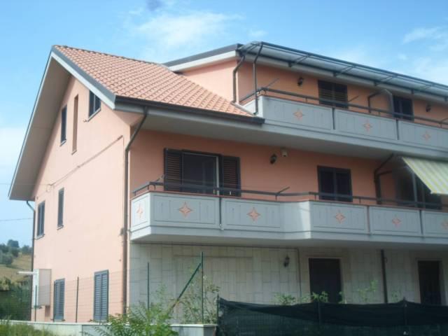 Appartamento in ottime condizioni in vendita Rif. 4228151
