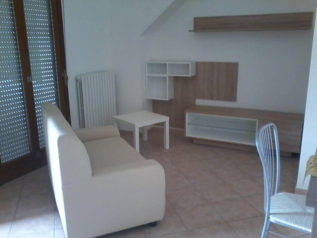 Appartamento in buone condizioni arredato in affitto Rif. 8859913