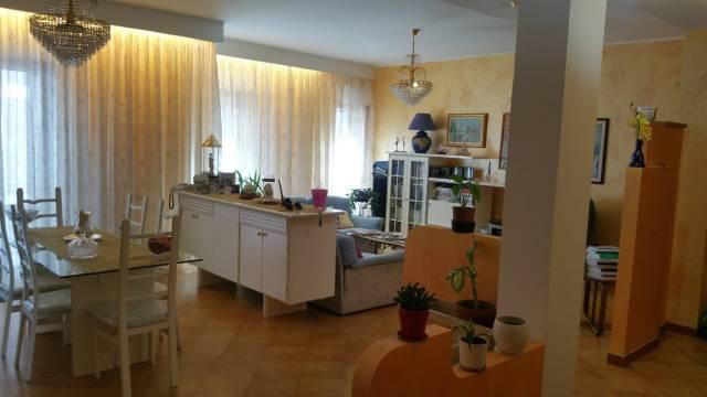 Appartamento in buone condizioni in vendita Rif. 6946951