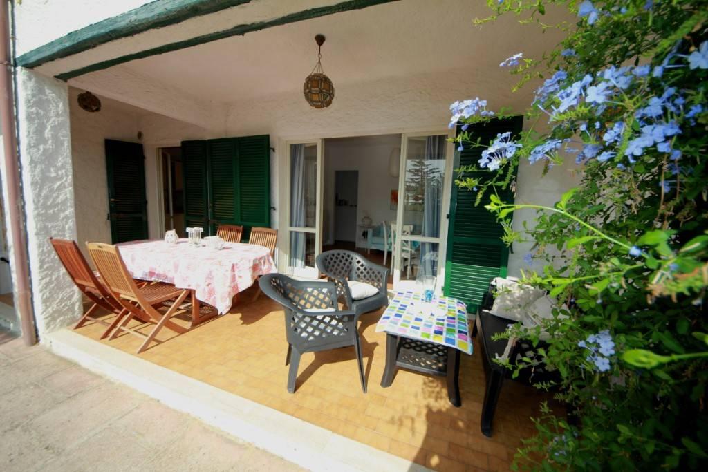Appartamento con portico, giardino e vista mare