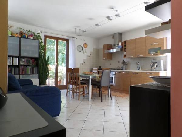 appartamento con due garage e cantina