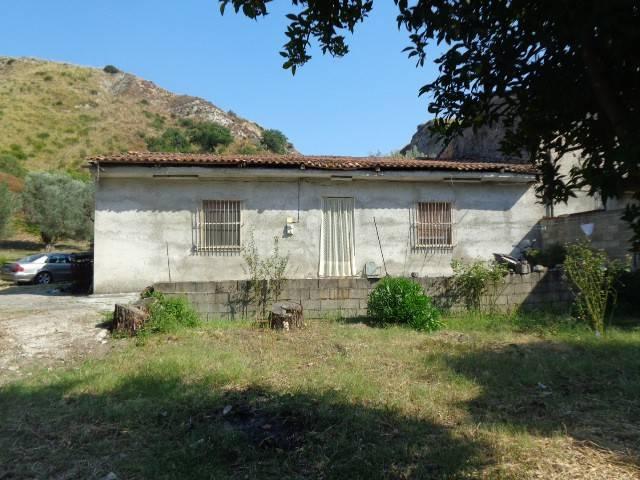 Casa Indipendente in buone condizioni in vendita Rif. 4221287
